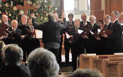 Gesangverein Ötlingen stimmt Gläubige auf Gottesdienst am ersten Weihnachtsfeiertag ein.